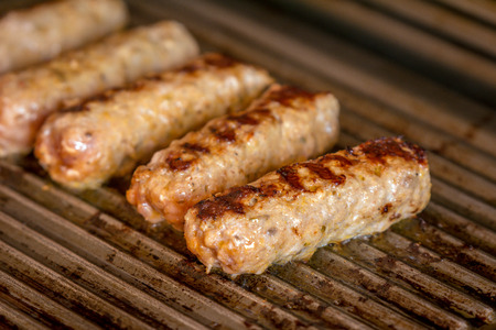 Cevapcici baked on the grill. Small sausages from minced meat, a very popular dish in the Balkan countries. 版權商用圖片