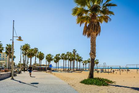 SANTA MONICA, CALIFORNIA, USA - April 10, 2019: Santa Monica Beach, seaside promenade on a sunny day in Los Angeles, California, USA 에디토리얼
