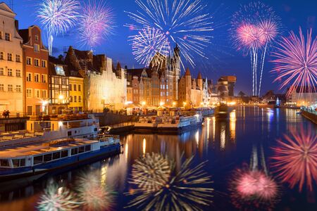 Happy New Year fireworks over Old Town of Gdansk. Poland, Europe Imagens