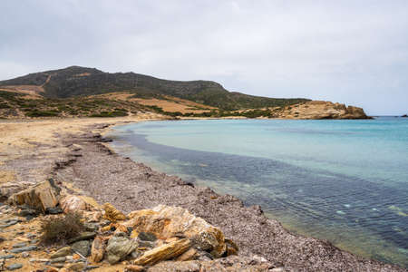 Livadia Beach, a sandy beach with crystal and shallow waters on the western side of Antiparos. Cyclades, Greece 免版税图像
