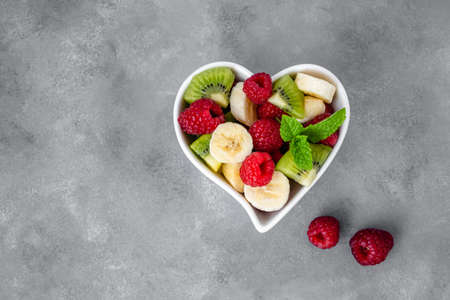 Healthy fresh fruit salad in bowl. Top view. Copy space. 免版税图像