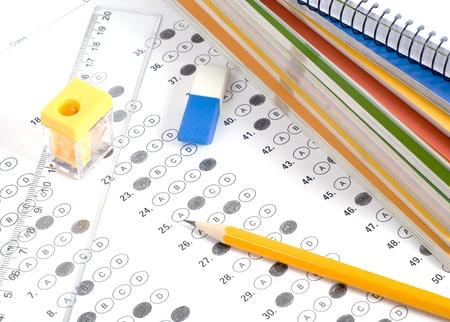 viele leute: Test mit Bleistift, Notebook und Radiergummi Lizenzfreie Bilder