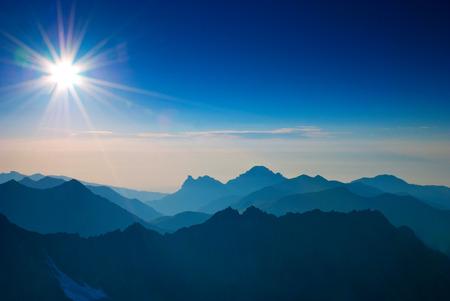 Sunrise in mountain Standard-Bild