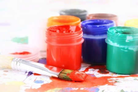 guache: aguada de color y el pincel