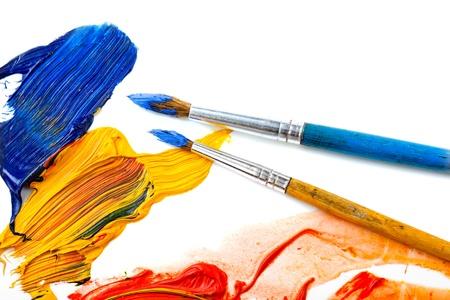 Farben und Pinsel Standard-Bild - 16960926