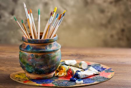 塗料とブラシ 写真素材