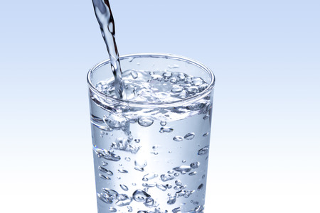 vasos de agua: agua potable