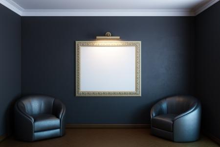 zwarte gallery kamer met klassieke leeg frame op de muur en fauteuils Stockfoto