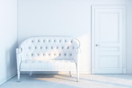 witte lederen sofa in een witte lege ruimte met zonnestralen