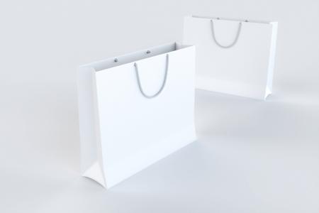 Lege Papieren boodschappentassen op wit oppervlak
