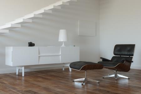 White Room Met Boven In Minimalistische Stijl