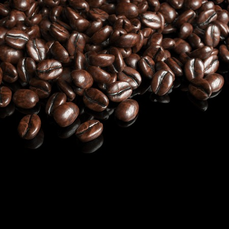 jamoke: Roasted coffee beans on black background for advertising