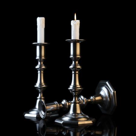 shabat: Retro candelabros con velas encendidas en el fondo Negro