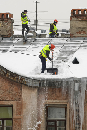 Roof cleaning from snow