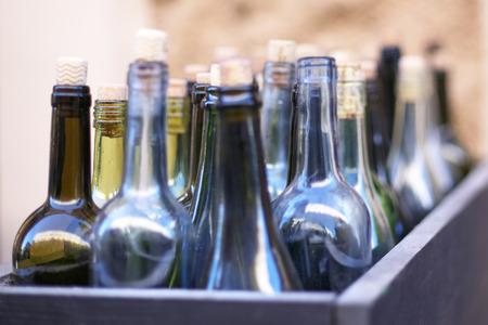 Box with empty wine bottles in defocus, concept of drunkenness Stockfoto