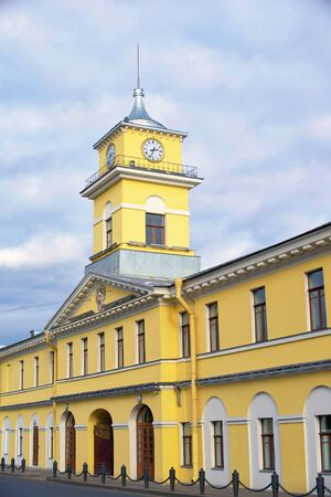 City Clock Tower over the yellow house, urban architecture Foto de archivo - 133384641