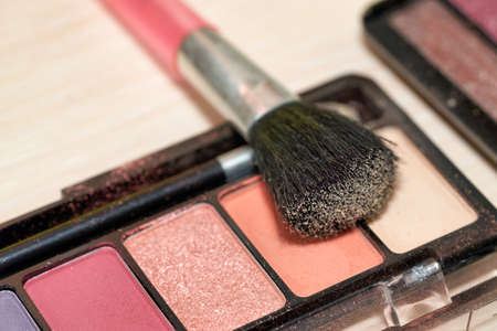 Open Box of Multicolored Eyeshadow with Makeup Brush Reklamní fotografie