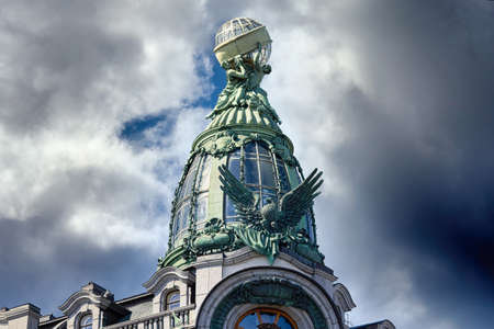 View of architectural details of famous Singer House Building in St. Petersburg Standard-Bild