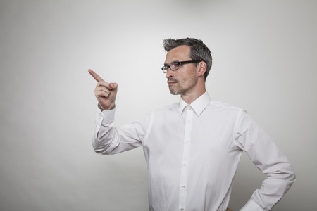 capture: teacher explains something pointing with his index finger to the left, side capture