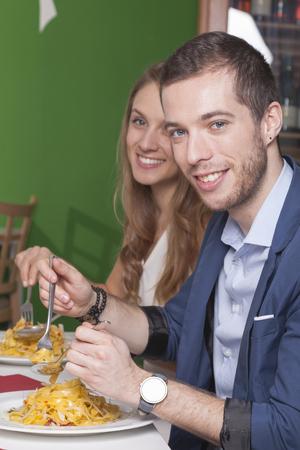 olio: couples in restaurant eating tagliatelle aglio olio
