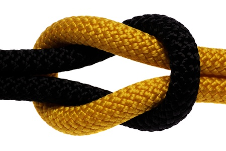 firmeza: Reef-nudo de la cuerda de color negro y amarillo. aisladas sobre fondo blanco Foto de archivo