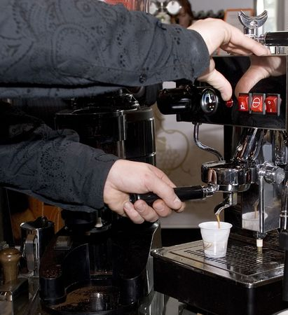 The automatic device of manufacturing of coffee in coffee bars