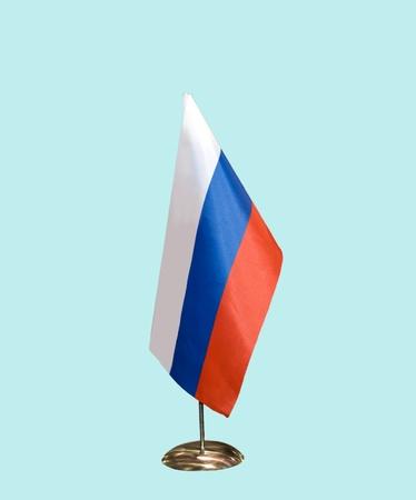 bandera rusia: Bandera de Rusia sobre un soporte, aislado en azul,
