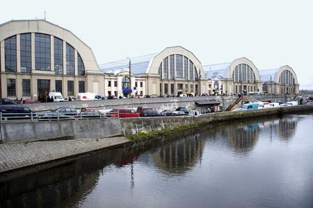 central market: Letonia, Riga. Un tipo de los pabellones del mercado central.