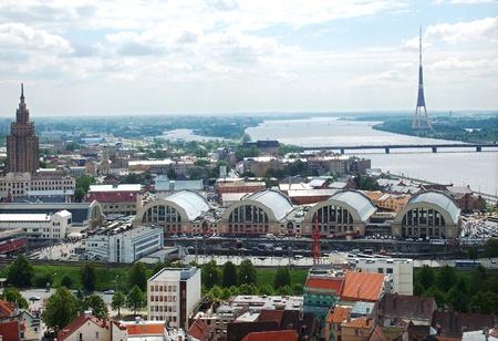 central market: Tipo en el mercado central de Riga