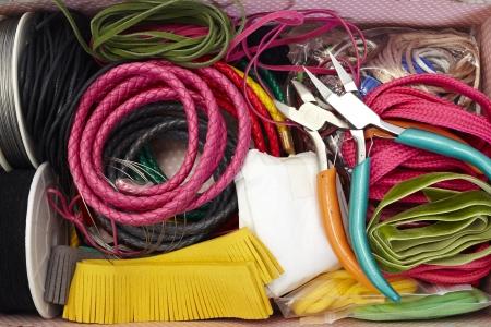kleurrijke kralen voor kralen en sieraden maken