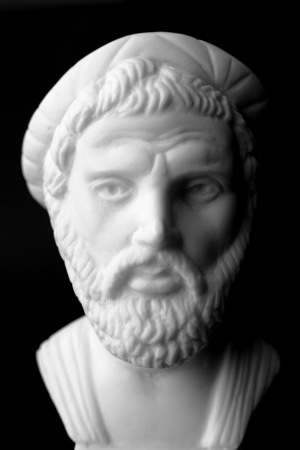 Pythagoras of Samos, was an important Greek philosopher, mathematician, geometer and music theorist.  White marble bust. Imagens