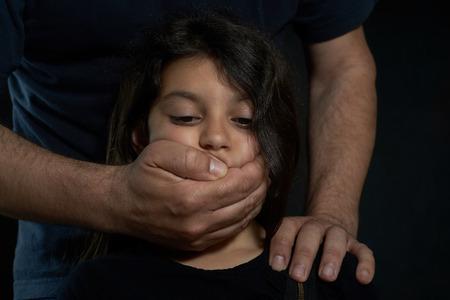 asustado: Violencia Ni�os Hombre