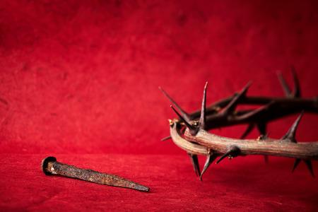 corona de espinas: Jesucristo corona de espinas y un clavo