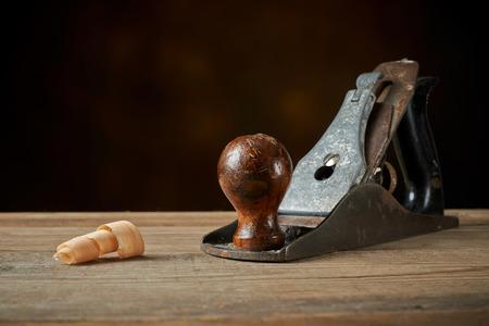 木工ツール。木製ワークベンチ上手の平面。