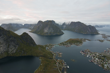 Reine, Norway. Reine is a fishing village and the administrative center of the municipality of Moskenes in Nordland country, Norway. Banque d'images