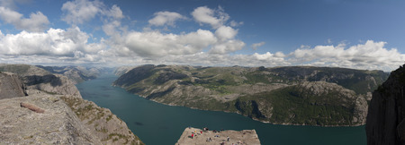 Norway, Preikestolen. Preikestolen or Prekestolen, also known by the English translations of Preacher's Pulpit or Pulpit Rock, is a famous tourist attraction in Forsand, Ryfylke, Norway. Banque d'images