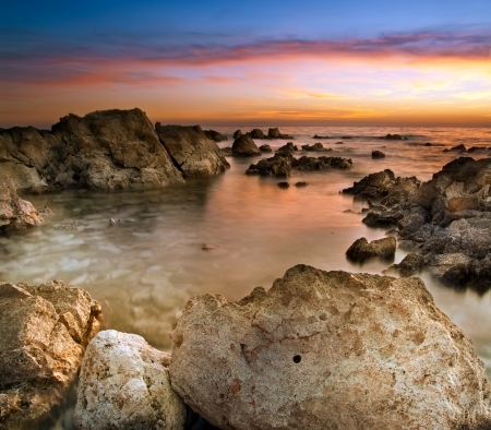 Rocky beach on the Losinj island during the sunset, Croatia,Europe 版權商用圖片