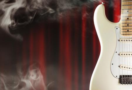cortinas rojas: La guitarra el�ctrica en la etapa del primer con el humo y rojas cortinas, m�sica, temas de entretenimiento