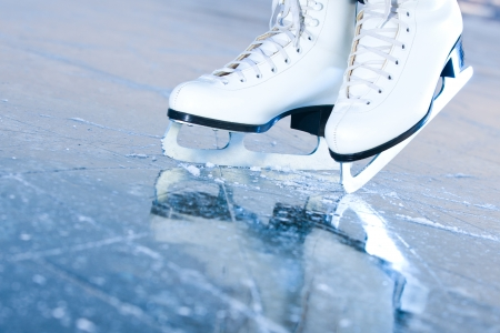 figure skates: Tilted blue version, ice skates with reflection