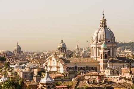Panoramica Roma con cupole diversi, copia spazio