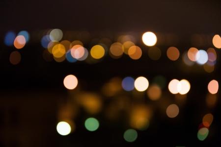 Luminose luci della citt� in lontananza notte offuscata