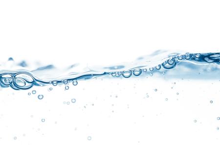 Blauw wateroppervlak met enkele golf en een paar bubbels Stockfoto