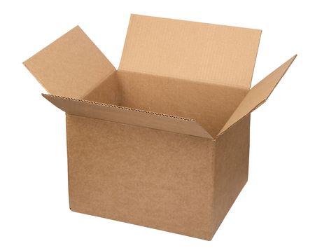boite carton: Bo�te en carton ouverte sur fond blanc  Banque d'images