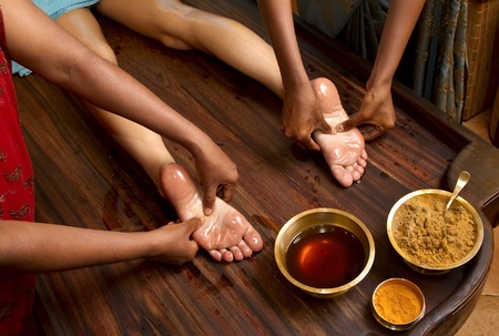 indian doctors doing traditional ayurvedic oil foot massage Imagens