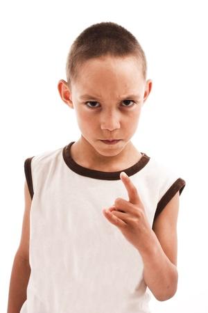 persona enojada: niño enojado aislado en blanco