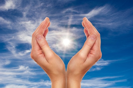 mãos: female hands over blue sky with clouds - religion and environment protection concept
