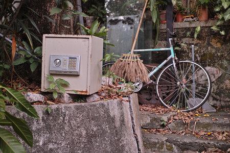 safety deposit box: Safety deposit box, bike