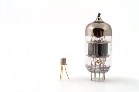 transistor: Transistor � un tube � vide Banque d'images