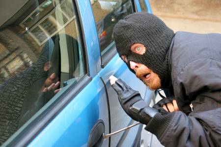 stealer: burglar wearing a mask (balaclava), car burglary