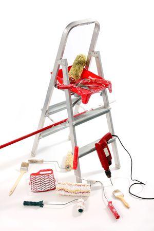 perito: Rodillo de pintura, pinceles, sonda y escalera en fondo blanco